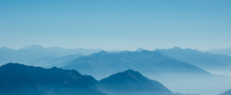 Berge Silouette blau